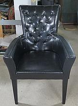 Suite de six fauteuils.