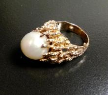 Stunning 14kt Gold Ring with a Pearl Solitaire