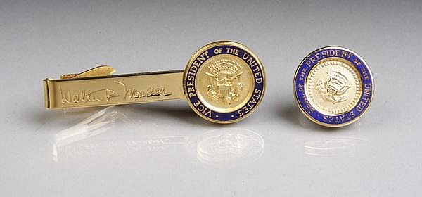 Carter White House lapel pin and tie clip