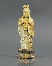 Stehende, weibliche Figur (China)