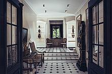 Paire de vitrines de style néoclassique