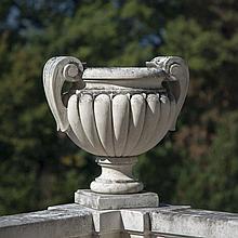 Suite de 4 vasques à anses et à décor de godrons