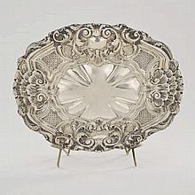 Corbeille ovale repoussée de coquilles, Milan Italie, XXe s. Argent, 485g