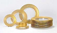Service à dîner en verre doré, décor de rinceaux dorés mats et brillants, 1