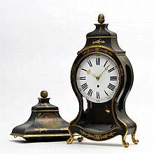 Pendule neuchâteloise XIXe s. bois peint et doré, cuivre émaillé h.92 cm