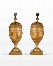 Paire de lampes ovoïdes, XXe s.  bois fruitier  h. 60 cm