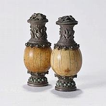 Paire de flacons à tabac  XIXe s.  ivoire, argent et turquoises