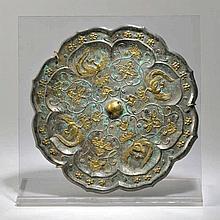 Miroir polylobé  Chine, XIXe s.  bronze rehaussé d'or  diam. 20