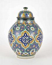 Pot à beurre couvert, Afrique du Nord, XXe s  céramique et émaux polych