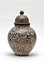 Pot à beurre et son couvercle  Afrique du Nord, début XXe s.  Faien