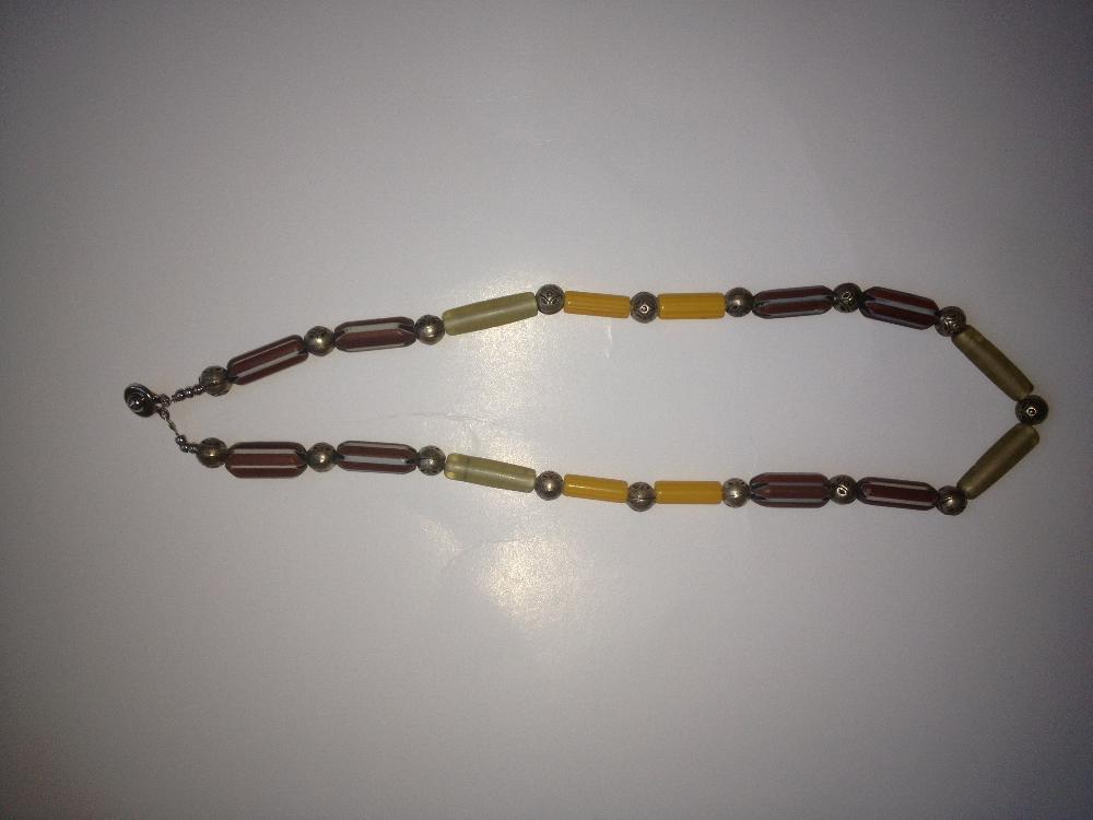 Collier ethnographique recomposé selon la tradition de perles de pate de verre de Venise multicolores et métal argenté. Tribu Banjarat du désert du Thar. Rajasthan.