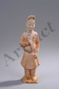 Dignitaire vêtu d'une tunique ceinturée à la taille et coiffé d'un bonnet. Terre cuite blanche à traces de pigments rouges. Chine. Dynastie. Tang. 618 à 907. Environ 23cm. Eclat à la base.