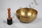 Bol chantant en airain utilisé dans les rites lamaïques et chamaniques bouddhistes du Tibet et du Ladakh. Alliage de 7 métaux (airain) correspondant chacun à une planète soit: or pour le Soleil, argent pour la Lune, mercure pour Mercure, cuivre pour