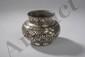 Lota, pot rituel décoré de frises florales et palmettes en bidri, incrustation d'argent, cuivre et laiton sur fer. Inde Centrale. Hyderabad. 17 ème siècle. Ht 5,5xdiam 6,5cm.