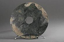 Disque BI symbole du ciel . Jade. Chine. Dynastie Qing.  D 29cm.