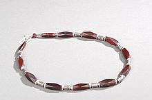 Collier recomposé selon la tradition de perles de corne et métal argenté. Inde. Rajasthan.