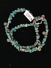 Collier recomposé selon la tradition de perles de turquoise et métal argenté.  Laddak.