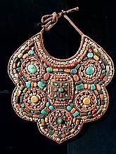 Pectoral de Lama à polylobé en textile marqueté de pierreries et reliquaires. Tibet.