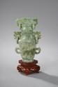 Vase à décor archaïsant. Jade. Chine.