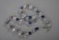 Collier recomposé selon la tradition de perles de pate de verre de Venise et cristal de roche séparées par des perles de métal argenté. Rajasthan. Inde.
