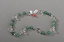 Collier recomposé selon la tradition de perles de jade, cristal de roche et métal argenté. Chine.