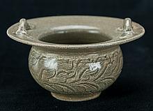 Yue Zhou Green Glaze Seaweed Double Handle Bowl