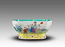 Qing - A Famille Glaze Figure Fruit Plate