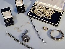 A quantity of modern costume jewellery, to includ