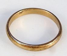 A 22ct gold thin wedding band, 2.9g.