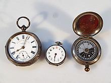 An Edwardian silver open faced pocket watch, the 5cm dia. dial, with circular Roman numerals and sub