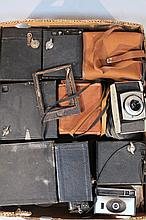 Various cameras, to include boxed cameras, Kodak and others, Leningrad 4 light meter, in leather cas