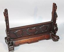 A 19thC Chinese rosewood stand for a screen, to fit a 40.5cm panel.