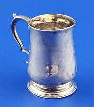A small George III silver baluster mug, 3.5 oz.