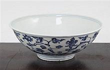A Chinese Ming blue and white bowl, 15th century, 15cm