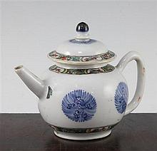 A Chinese famille verte and underglaze blue teapot and cover, Kangxi period, 12cm