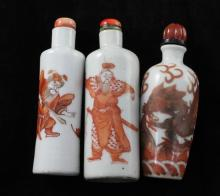 Three Chinese rouge-de-fer snuff bottles, 1820-1900, 7.1cm