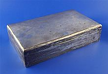 A large George V silver cigarette/cigar box, 10in.