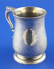 A George III silver mug, 6.5 oz.