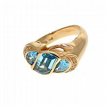 *10 kt. Gold, 25.00CT Exquisite One Of A Kind Custom Made Aqua Marine Ring