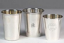 Lote de tres vasos de plata 194 g 8,5 x 7 cm 300 - 400 €