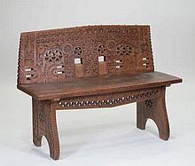 Banco de madera tallada realizado con fragmentos antiguos 86 x 46,5 x