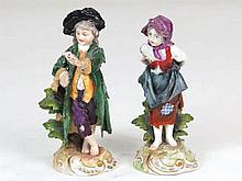 Pareja de figuras de porcelana de Capodimonte, siguiendo modelos S.XVIII, m
