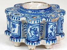 Tintero de cerámica de Talavera con decoración azul cobalto , S.XIX 10