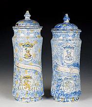 Dos tarros de cerámica de Talavera,