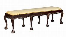 Banqueta de haya teñida con patas de garra siguiendo modelos andaluces del