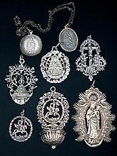 Lote de medallas de la Virgen y benditera de plata 50 - 90 €