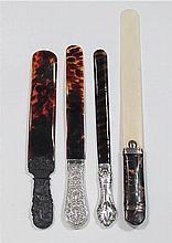 Cuatro abrecartas ingleses de marfil y carey y plata 40,5 cm 700