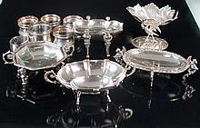 Lote de cinco centritos de plata y seis servilleteros de plata y metal plat