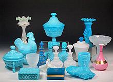 Lote de piezas de opalina azul y blanca moldada 23 cm, la mayor
