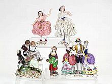 Lote de cinco figuras de porcelana europea 24 cm, la mayor 150 -